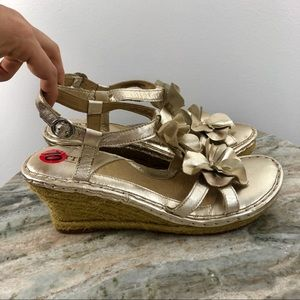 Born size 10 Wedges Gold Leather Flower